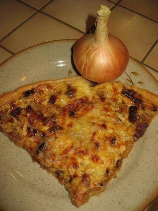 Recette de tarte à l'oignon, fromage blanc et lardons