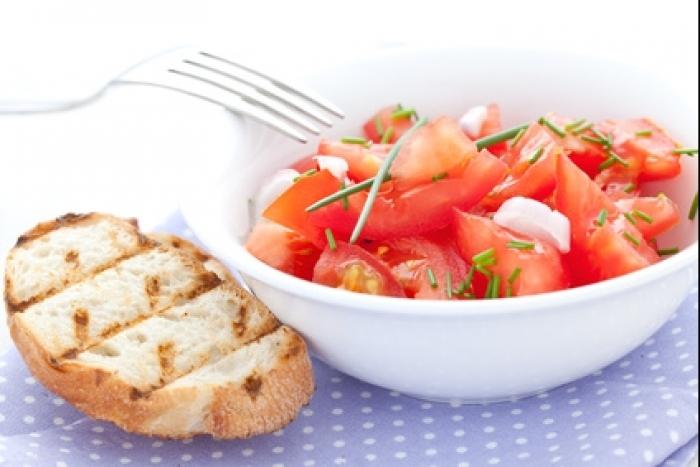 Recette de salade de tomates, crostini rapide