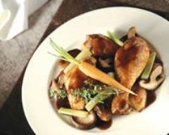 Recette poulet au vin rouge, aux légumes et champignons