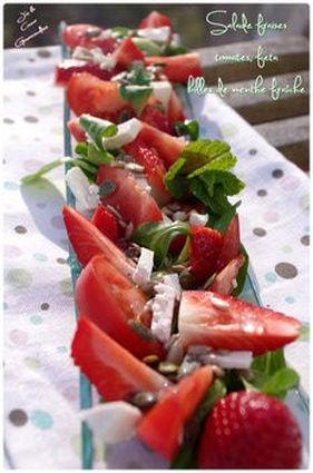 Recette de salade de fraises, tomates, feta et billes de menthe