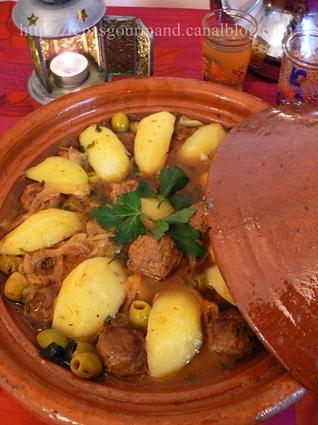 Recette de tajine de kefta aux citrons confits et aux olives