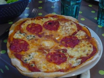 Pizza aux 4 fromages et chorizo