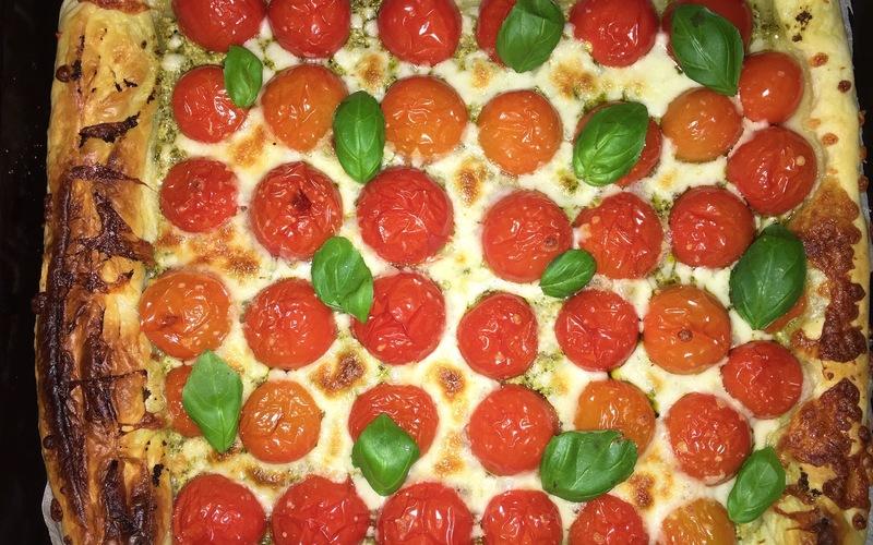Recette tarte pesto, tomates cerises, mozza pas chère et rapide ...