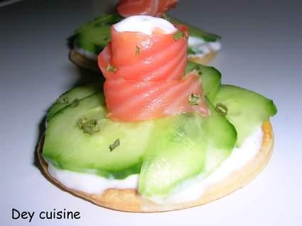 Recette de tartes fraîches au saumon, concombre et ciboule