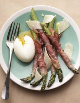 Œufs mollets, mouillettes d'asperges pour 4 personnes