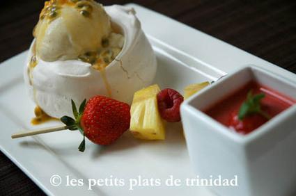Recette de pavlova glacée vanillée, brochette de fruits et soupe de ...