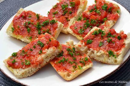 Recette de pan tumaca  tapas de pain à l'ail et tomates