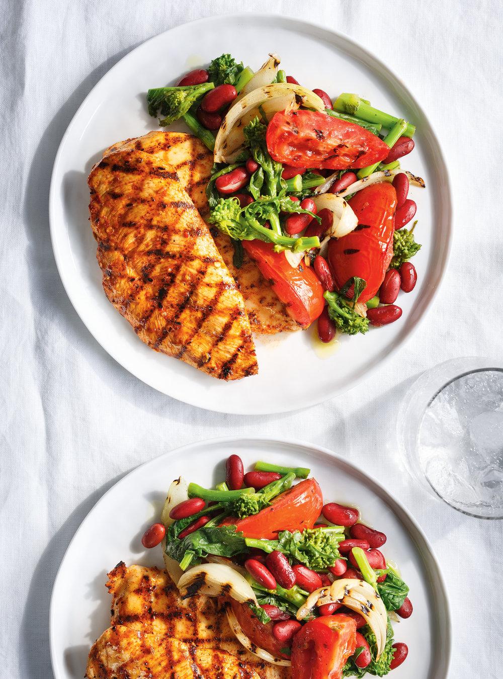 Salade de haricots rouges aux rapinis et escalopes de poulet grillées