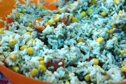 Recette de salade de riz au thon, œufs durs et tomates cerises