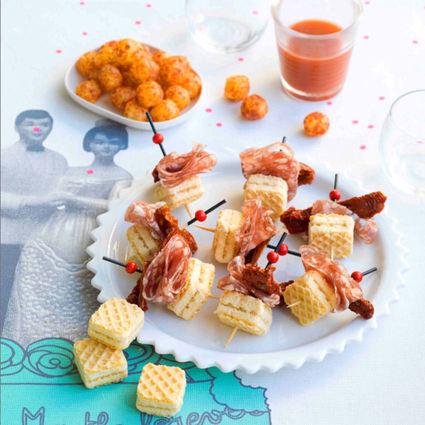 Recette de mini-piques de gaufrettes aux tomates séchées et rosette ...