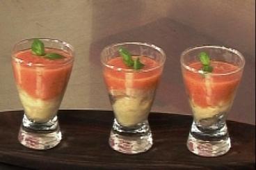 Recette de soupe froide de tomates et poivrons, raviole de ricotta ...