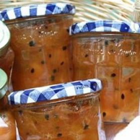 Confiture de rhubarbe, pommes et fruits de la passion pour 1 ...