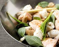 Recette wok de saumon et cabillaud à la citronnelle et au basilic