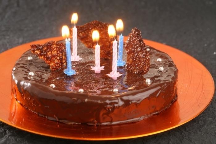 Recette de gâteau d'anniversaire au chocolat facile et rapide