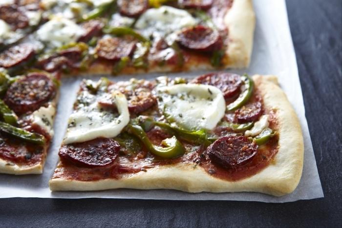 Recette de pizza au chorizo piquant facile et rapide