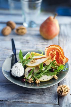Recette de salade de poires, roquette, noix et quenelle au bleu