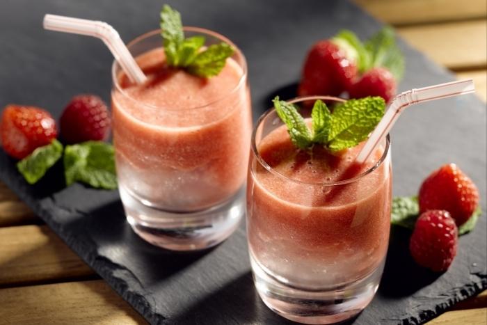 Recette de cocktail centrifugé de fruits rouges à la menthe facile et ...
