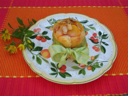 Recette de charlottine aux pêches et amandes caramélisées