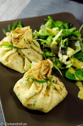 Recette aumônières de crêpes aux herbes, saumon et crème ...