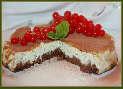 Recette de cheesecake à la menthe et sa sauce chocolat noir