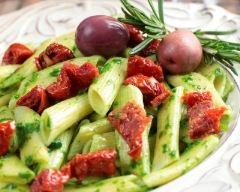Recette salade de penne aux tomates séchées et au pesto