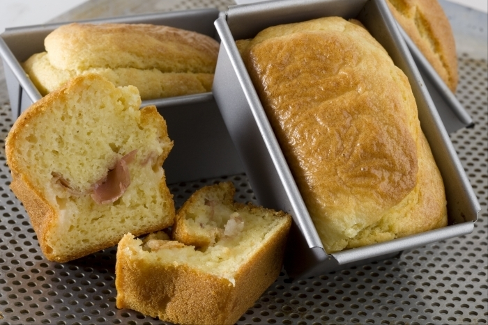Recette de cake au jambon cru et au comté facile et rapide