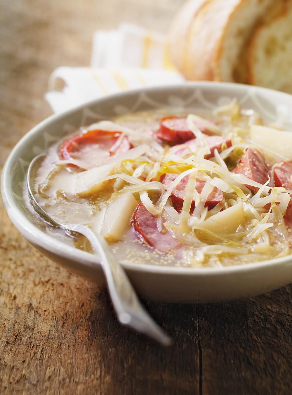 Soupe au chou, pommes de terre et saucisses   ricardo