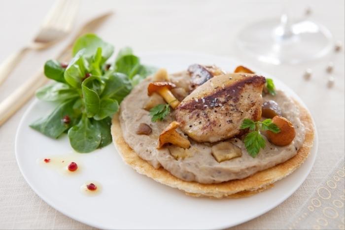 Recette de tarte fine de châtaignes, foie gras poêlé et salade de ...