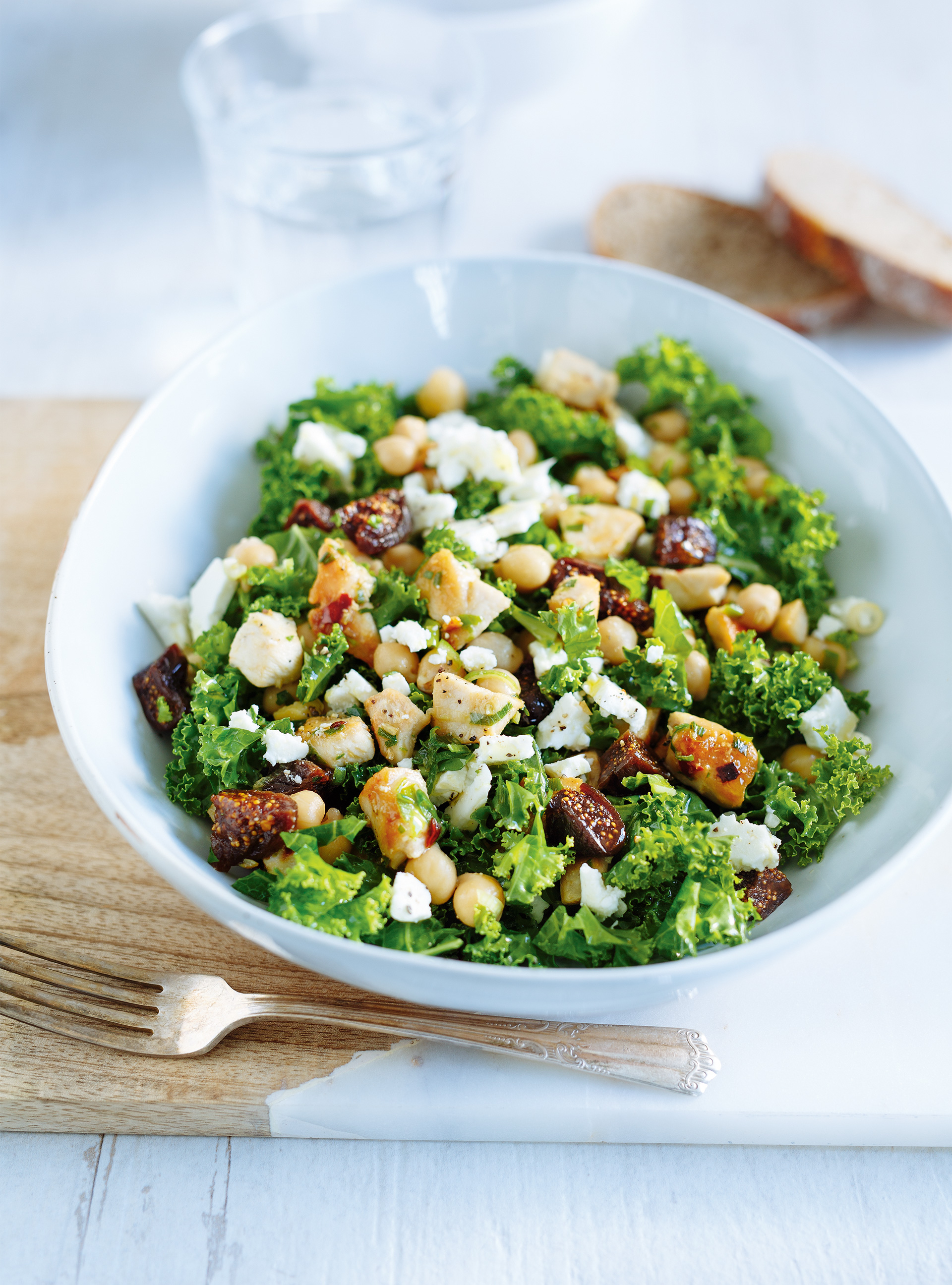 Salade de kale au poulet et aux figues | ricardo