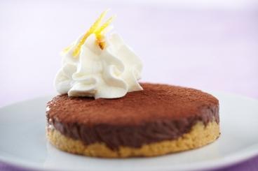 Recette de tarte au chocolat, zestes d'orange confits et crème au ...