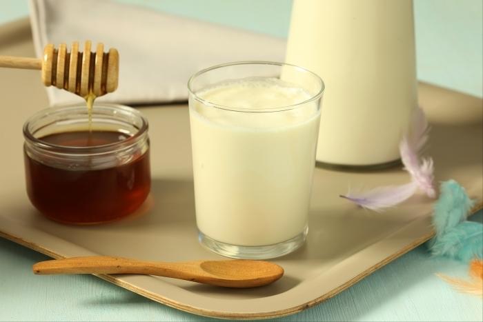 Recette de lait parfumé au miel et à la fleur d'oranger rapide