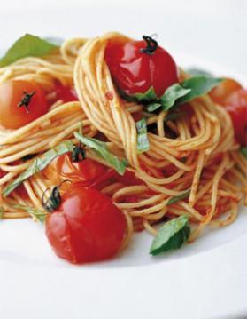 Spaghetti aux tomates-cerises grillées pour 4 personnes