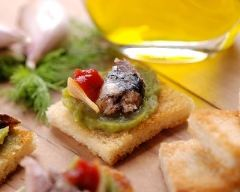 Recette tapas à l'anchois, guacamole et tomate séchée
