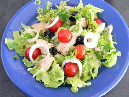 Recette de salade d'été au thon, tomates et olives noires