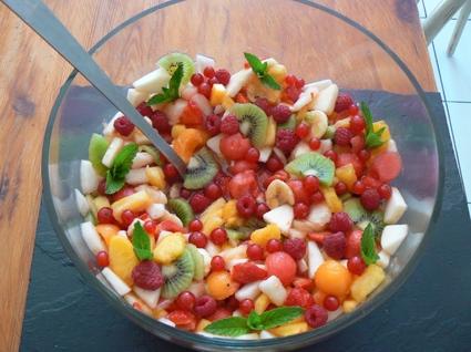 Recette de salade de fruits d'été multicolore