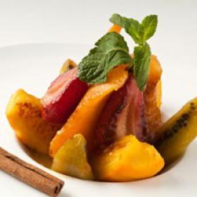Fruits rôtis en salade, jus à la cannelle pour 4 personnes