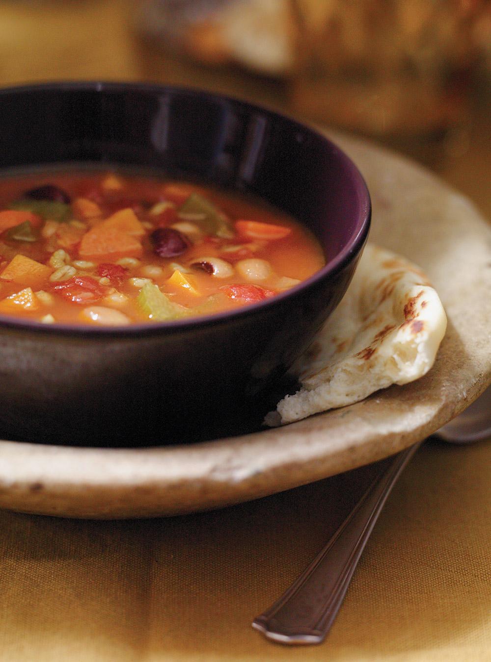 Soupe-repas aux légumineuses et au curcuma | ricardo