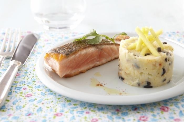 Recette de mi-cuit de saumon, écrasée de pommes de terre à l'olive ...