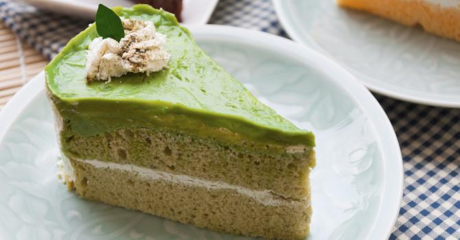 Recette de gâteau au yaourt léger, glaçage au chocolat blanc et thé ...