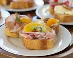 Recette toasts au jambon et kiwi