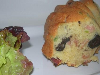 Recette de cake au speck, olives et petits pois