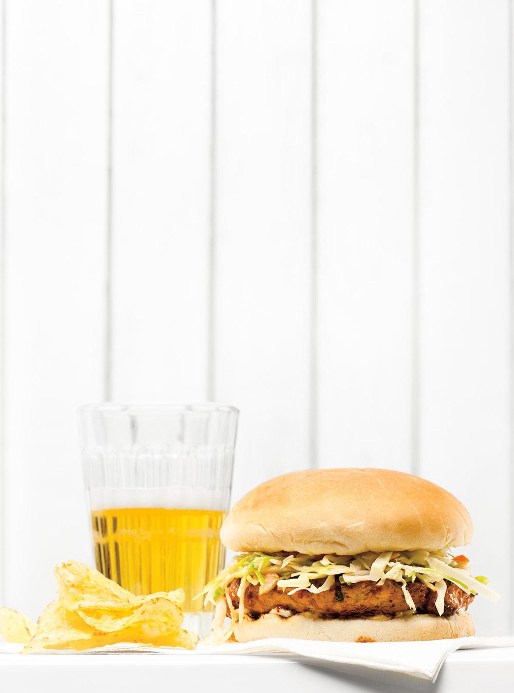 Burgers de porc barbecue et salade de chou | ricardo