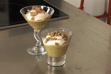 Recette de compote de rhubarbe, cannelle et crème fraîche facile et ...