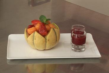 Recette de fraises au jus de porto, billes de melon, sorbet minute ...