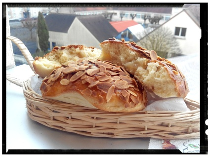 Galettes briochées marzipan nappée de confiture d'abricot