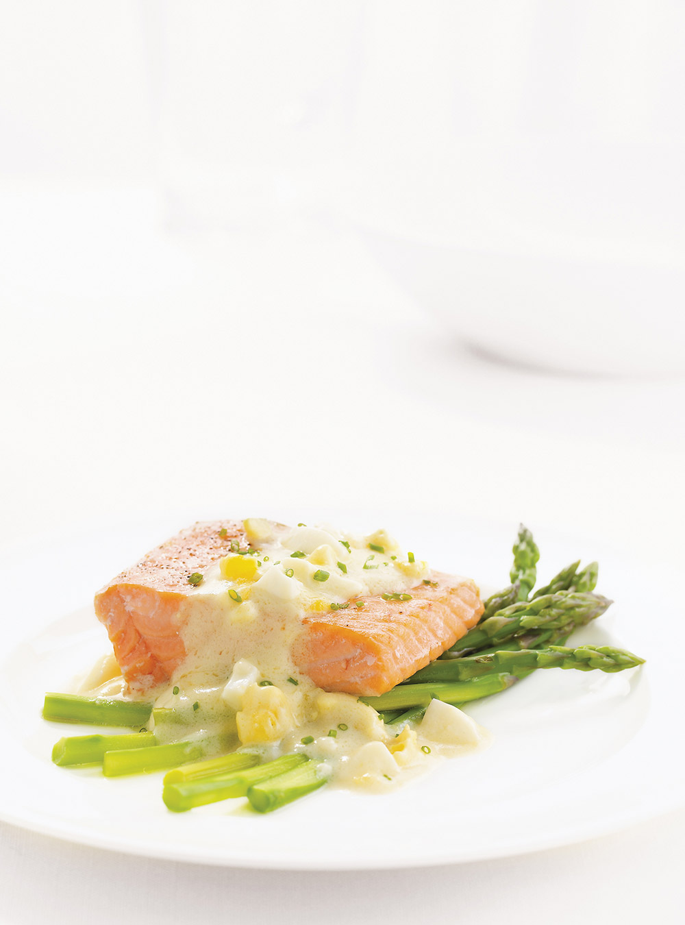 Saumon sauce aux oeufs | ricardo