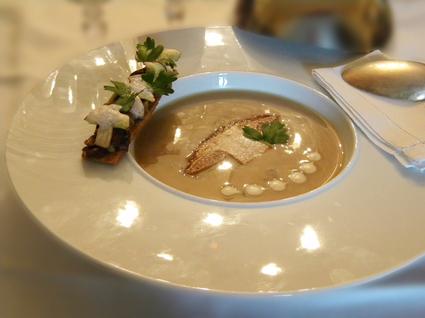 Recette de velouté de cèpes au foie gras et ses tartines croustillantes
