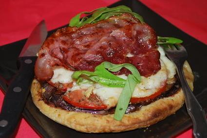 Recette de mini pizzas feuilletées aux aubergines et aux tomates