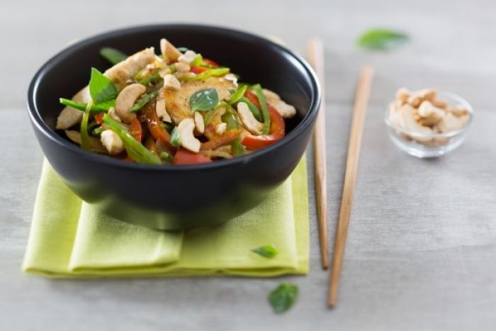 Recette de wok de poulet sauté au saké et noix de cajou facile et ...