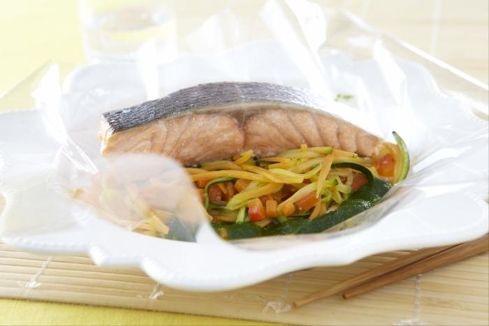 Recette de papillote transparente de saumon, julienne de légumes ...